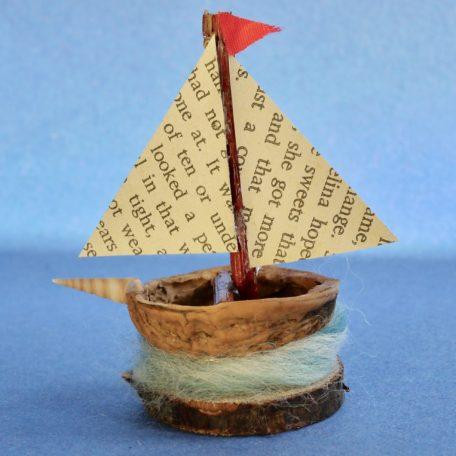 Naturemake Tiny Walnut Boat model